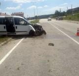 KALAFAT - Yoldan Çıkan Araç Devrildi Açıklaması 4 Yaralı