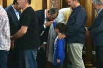 ABDÜLHAMİT GÜL - Adalet Bakanı Gül, Bayram Namazını Enes Bin Malik Cami'nde Kıldı