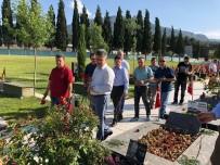 ALI AKSOY - AK Partili Özkan Şehitlerin Kabirlerini Ziyaret Ederek Dua Etti
