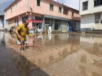 Dükkanına Su Girmesinden Korkan Esnafın Zor Anları