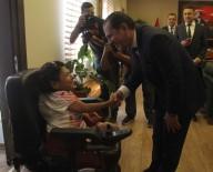 CAM KEMİK HASTASI - Engelli Kızın Çalınan Cep Telefonunu Emniyet Müdürü Teslim Etti