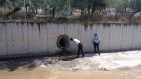 KAMERA - Esenyurt'ta Polisten Kaçan Hırsız Kanalizasyon Borusuna Saklandı