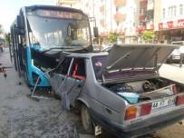 ADLİ TIP KURUMU - Halk Otobüsü İle Otomobil Çarpıştı Açıklaması 1 Ölü