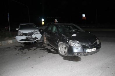 İki Otomobil Kavşakta Çarpıştı Açıklaması 8 Yaralı
