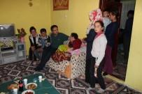 MUHABBET - Kaymakam Dundar'dan 9 Kişilik Salman Ailesine Bayramlık Ev Sözü