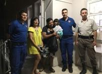KARAHAYıT - Kaza Yapan Hindistanlı Aileyi Jandarma Ekipleri Bir An Olsun Yalnız Bırakmadı