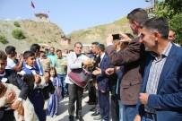 DAVUL ZURNA - Köylüler Ekmeğini Mehmetçik İle Paylaştı