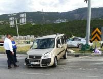 Otomobil İle Kamyonet Çarpıştı Açıklaması 9 Yaralı