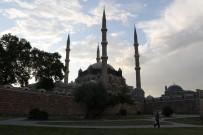 SELIMIYE CAMII - Selimiye Camii Bayram Sabahı Doldu Taştı