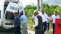 YOLCU MİNİBÜSÜ - Tokat'ta Yolcu Minibüsü İle Hafif Ticari Araç Çarpıştı Açıklaması 9 Yaralı