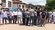 HACI BAYRAM - Yabancı Öğrenciler Vatandaşlarla Bayramlaştı