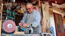 AHŞAP OYMACILIĞI - Ağaç Parçalarını Çakısıyla Sanat Eserine Dönüştürüyor