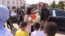 MAHMUT DEMIRTAŞ - Bakan Sarıeroğlu Çocuk Ve Yaşlılarla Bayramlaştı