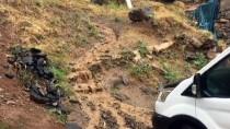 YILDIRIM DÜŞMESİ - Beytüşşebap Ve Uludere'de Yağış Hayatı Felç Etti