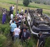 KERVANSARAY - Bingöl'de Yolcu Minibüsü Devrildi Açıklaması 14 Yaralı