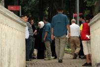 KARACAAHMET - Emine Ve Sümeyye Erdoğan'dan Mezarlık Ziyareti