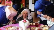ROTTERDAM - Hollanda'da Huzurevi Ve Mülteci Kampında Bayram Şenliği Düzenlendi