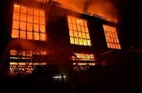 İTFAİYE ARACI - İskoçya'da Tarihi Bina Yandı