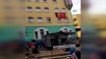 TÜRKLER - Berlin'de Minareden Okunan Ezan Herkesi Duygulandırdı