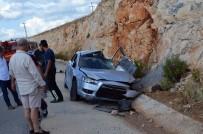 Dolmuş İle Otomobil Çarpıştı; 2'Si Çocuk 9 Yaralı