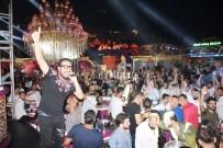 DANS GÖSTERİSİ - Gündüz Sahiller, Gece Eğlence Mekanları Doldu Taştı