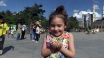MEDINE - Mardin'de Çocuklara Gökyüzünden Şeker Yağdı