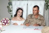 Nikahına Askeri Üniformasıyla Geldi