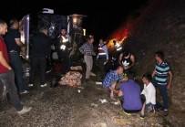 FAHRI MERAL - Otobüs Devrildi Açıklaması 3 Ölü, 40 Yaralı