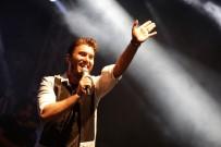 MUSTAFA CECELİ - Mustafa Ceceli Kemer'de Sahne Aldı