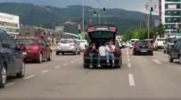Otomobilin Bagajında Kilometrelerce Yol Gittiler