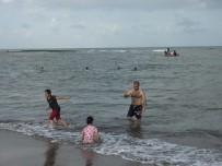 Vatandaş yüzmeye devam etti