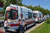 YOLCU MİNİBÜSÜ - 2 Minibüs Çarpıştı, 4 Yolcu Yaralandı