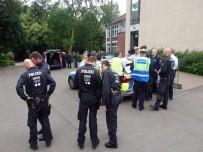 ŞÜPHELİ PAKET - Almanya'da Okulda Bomba Paniği