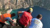 KELEBEKLER VADİSİ - Fotoğraf Çektirirken Uçuruma Düştü Karnındaki Bebeğiyle Öldü