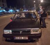 ÖĞRETMEN - Otomobilin Önünü Kesip Levyelerle Saldırdılar Açıklaması 5 Yaralı
