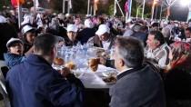Bakan Sarıeroğlu Vatandaşlarla İftar Yaptı