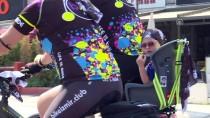 VAPUR İSKELESİ - İzmir'de Hafif Ticari Aracın Bisikletlilere Çarpması
