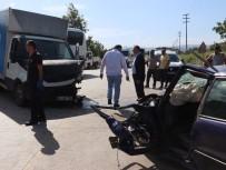 BEYAZ EŞYA - Otomobil Ve Kamyonet Kafa Kafaya Çarpıştı Açıklaması 4 Yaralı