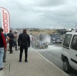 LONDRA - Seyir Halindeki Otomobil Yandı