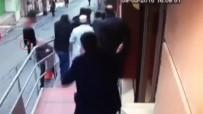 GÜMÜŞSUYU - Beyoğlu'nda Silahlı Kavga Kamerada
