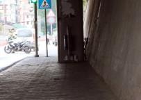 POLİS MERKEZİ - Otobüs Durağında Şüpheli Paket Paniği