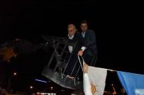 AHMET EŞREF FAKıBABA - Vince Çıkıp Bayrak Astı