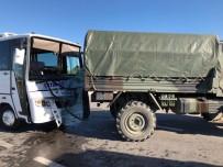 Askeri Araç İle İşçi Servisi Çarpıştı Açıklaması 5 Yaralı