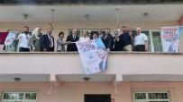 FARUK ÖZLÜ - Bakan Özlü, Ev Ziyareti Yaptı AK Parti Bayrağı Astı