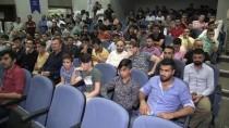 KÖRFEZ - Başbakan Yardımcısı Işık, AK Parti'ye Katılan Gençlere Rozetlerini Taktı
