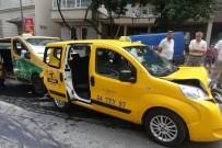 GÜMÜŞSUYU - Beyoğlu'nda Zincirleme Trafik Kazası Açıklaması 1 Hafif Yaralı