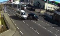 ÖĞRENCİ SERVİSİ - İnanılmaz kazalar kamerada
