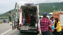Bursa'da İki Kamyonet Çarpıştı Açıklaması 5 Yaralı
