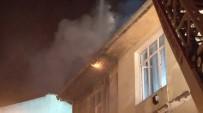 DAR SOKAKLAR - Fatih'te 3 Katlı Ev Alev Alev Yandı
