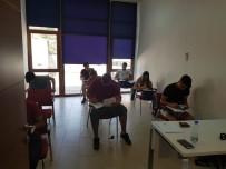 HUKUK FAKÜLTESI - Öğrenciler bursluluk sınavına yoğun katılım gösterdi